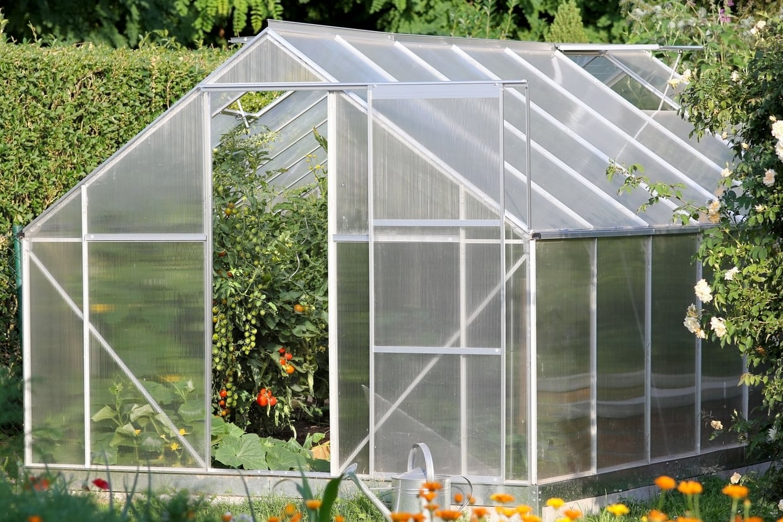 Quelques conseils sur l installation d une serre de jardin - Comment fabriquer une serre de jardin ...